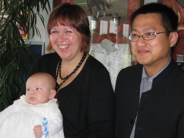Frederik anni og jens på frederiks dåbsdag klik for at se billede